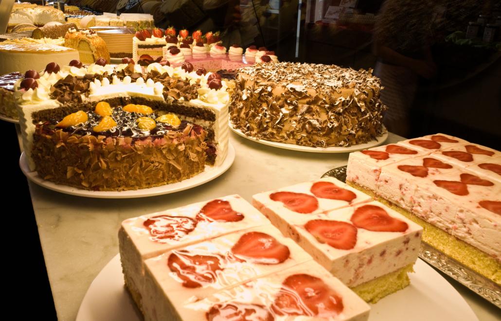 Eine Auswahl an Kuchen und Torten